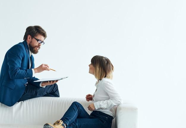 Zakelijke mannen en vrouwen kantoor werk partners team