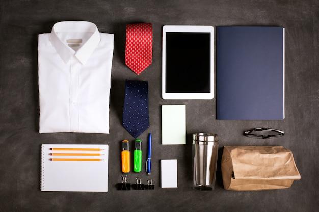 Zakelijke objecten op het bureau, bovenaanzicht