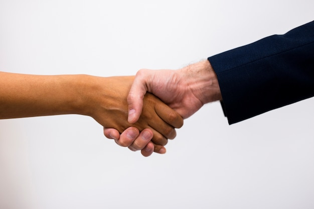 Zakelijke samenwerking succes door handdruk