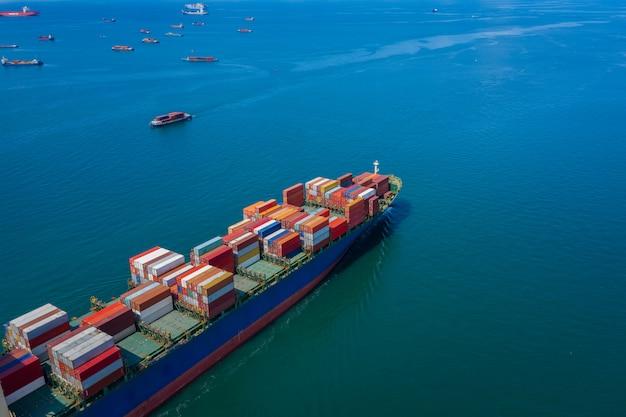 Zakelijke verzending cargo containers import export angst schip open zee internationale antenne