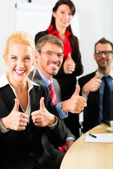 Zaken, ondernemers hebben teamvergadering