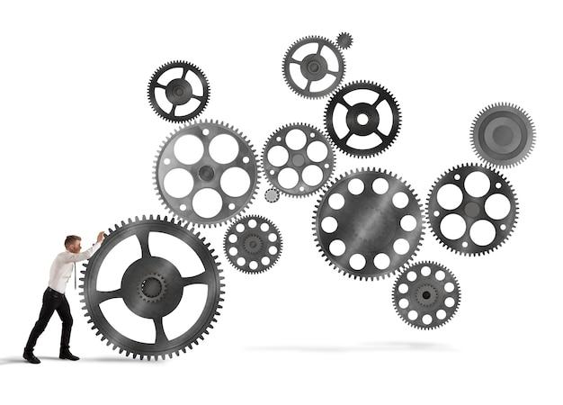Zakenman bouwt een bedrijfssysteem als een versnellingsmechanisme