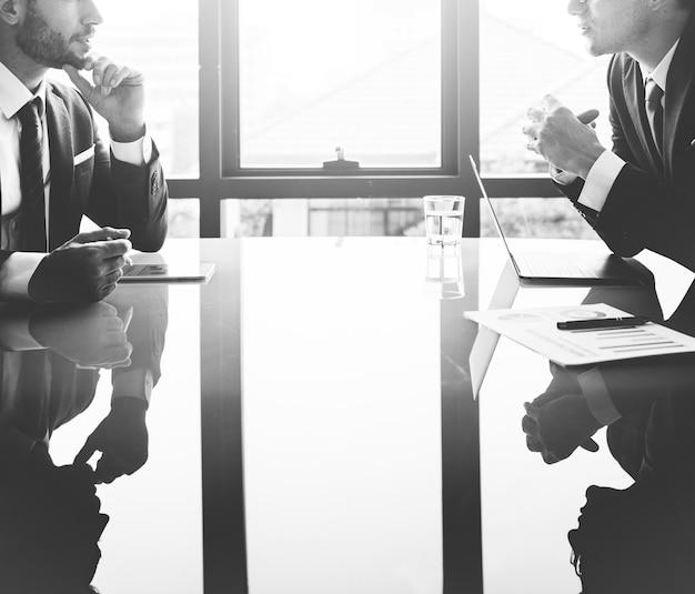 Zakenman communicatie het concept van de bedrijfvergadering