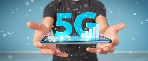 Zakenman die 5g netwerk met het mobiele telefoon 3d teruggeven gebruiken
