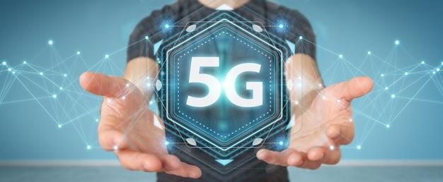 Zakenman die 5g-netwerkinterface gebruikt