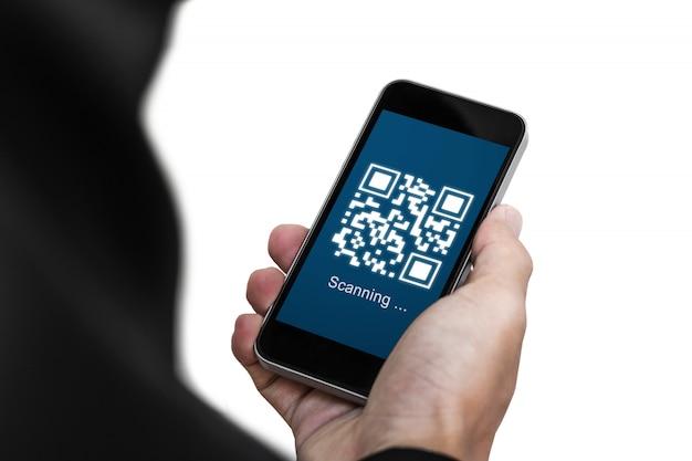 Zakenman die de code van het mobiele telefoonaftasten qr op het scherm houden