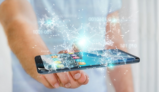 Zakenman die digitale binaire code bij het mobiele telefoon 3d teruggeven gebruiken