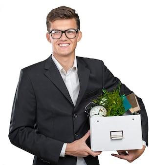 Zakenman die doos met persoonlijke bezittingen
