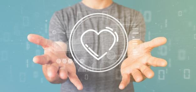 Zakenman die een hartpictogram houdt dat door gegevens wordt omringd