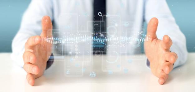 Zakenman die gebruikersinterfaceschermen met pictogram, statistieken en gegevens het 3d teruggeven houdt