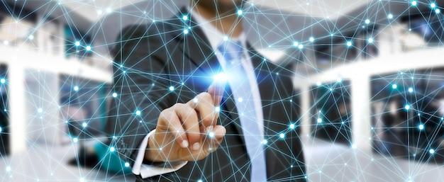 Zakenman die globale netwerkverbinding gebruikt