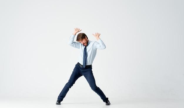 Zakenman emoties springen lichte achtergrond