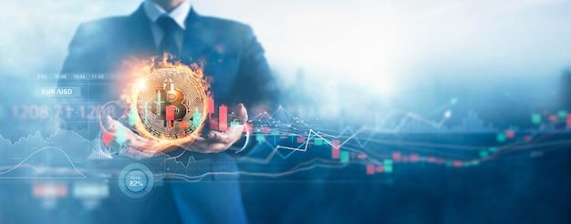 Zakenman en gouden bitcoinmuntstuk in brand met grafiek op wereldwijd netwerk financiële cryptocurrency