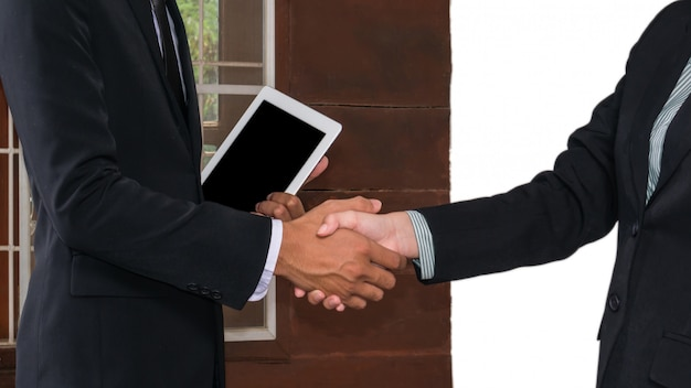 Zakenman en zakenvrouw hand schudden