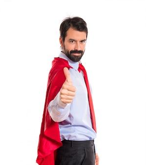 Zakenman gekleed als superheld met duim omhoog