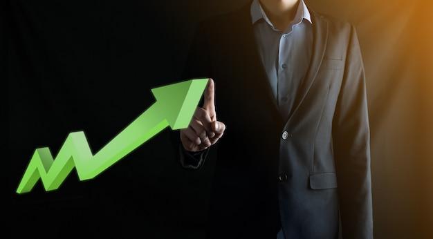 Zakenman greep tekening op scherm groeiende grafiek, pijl van positieve groei icon.pointing op creatieve zakelijke grafiek met opwaartse pijlen. financieel, groei bedrijfsconcept.