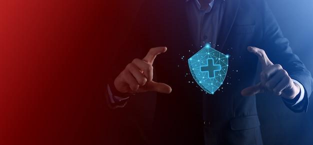 Zakenman hold shield met plus laag veelhoekig pictogram, geneeskunde icoon. gezondheid schild. medische logo sjabloon, bescherming symbool met kruis teken, gezondheidszorg veiligheidslabel, medische logo, levensverzekeringsdienst