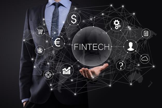 Zakenman houdt fintech-financiële technologie concept. zakelijke investeringsbankieren betaling. cryptocurrency-investeringen en digitaal geld. bedrijfsconcept op virtueel scherm.