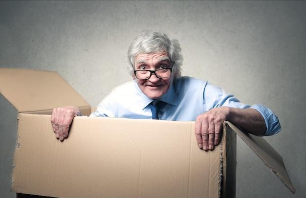 Zakenman in een doos