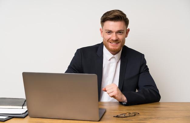 Zakenman in een kantoor