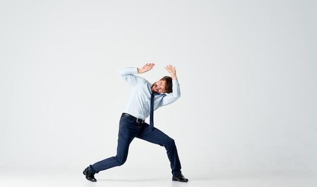 Zakenman in een pak sprong officemanager. hoge kwaliteit foto