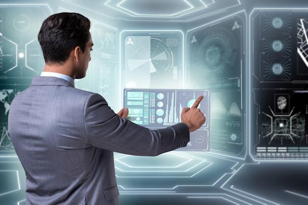 Zakenman in groot gegevensbeheerconcept