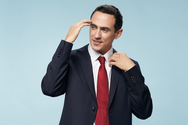 Zakenman in pak stropdas zelfvertrouwen manager