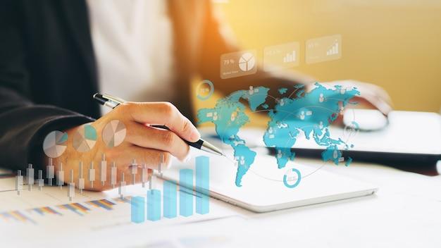 Zakenman investeringen analyseren van financieel jaarverslag. 3d illustratie.