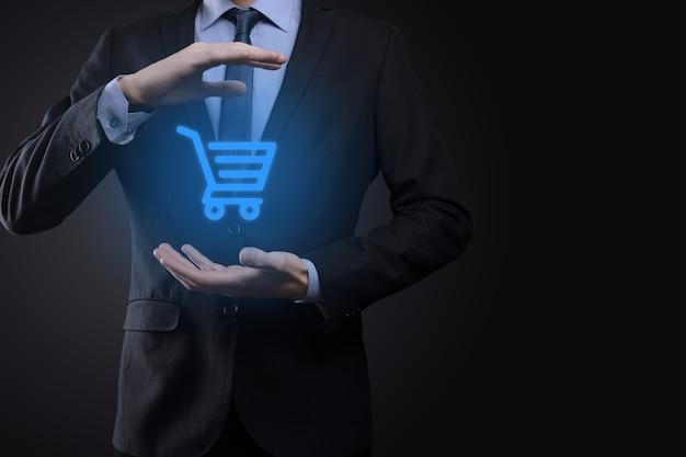 Zakenman man met winkelwagentje mini karretje in zakelijke digitale betaling
