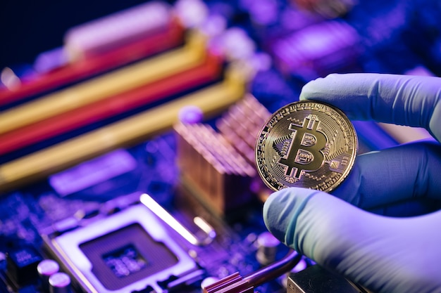 Zakenman met handen biedt bitcoin conceptontwerp