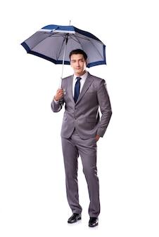 Zakenman met paraplu op wit wordt geïsoleerd dat
