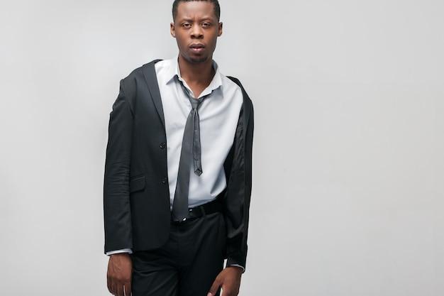 Zakenman met zwart pak en stropdas