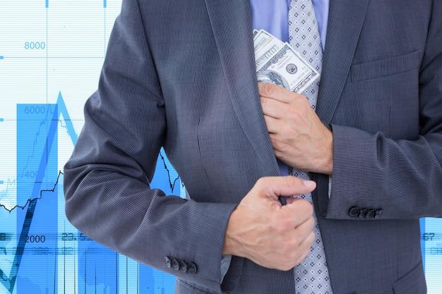 Zakenman om rekeningen in de jas