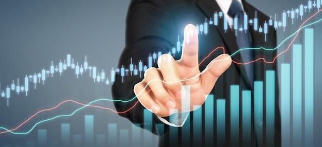 Zakenman plan grafiekgroei en toename van grafiek positieve indicatoren