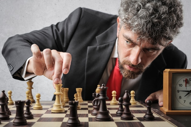 Zakenman schaken
