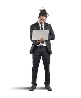 Zakenman werken met laptop