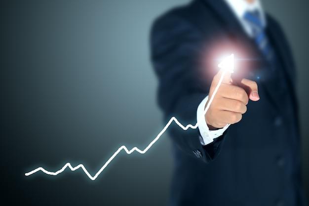 Zakenman wijzende grafiek van succes