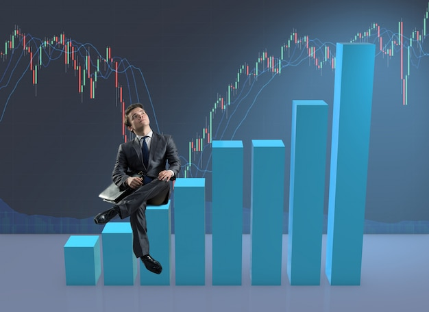 Zakenmanzitting op grafieken in bedrijfsconcept