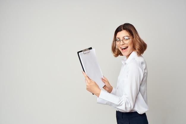 Zakenvrouw documenten werk kopie ruimte kantoor ambtenaar