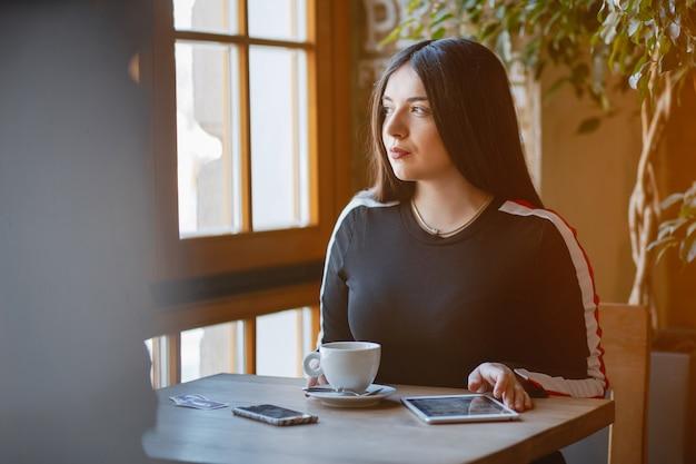 Zakenvrouw in een café