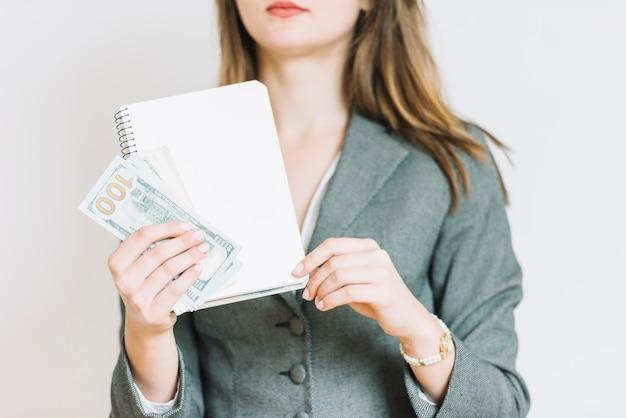 Zakenvrouw met geld