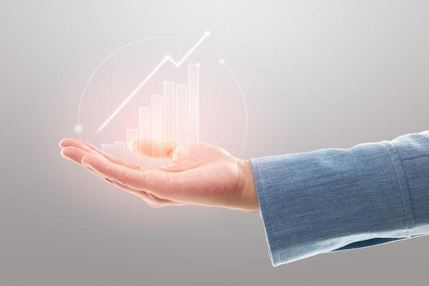 Zakenvrouw toont marktaandeel, groei van winstinvesteringen