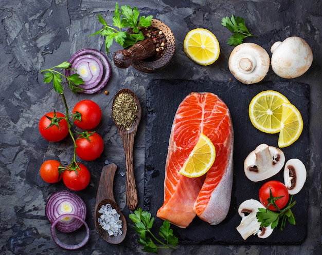 Zalm, champignons, tomaten en peterselie
