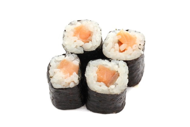 Zalm maki sushi geïsoleerd in wit