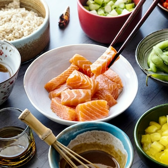 Zalm met groenten en rijst fotografie