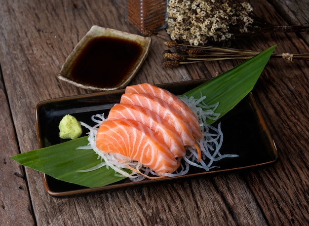 Zalm sashimi japanse stijl gesneden.