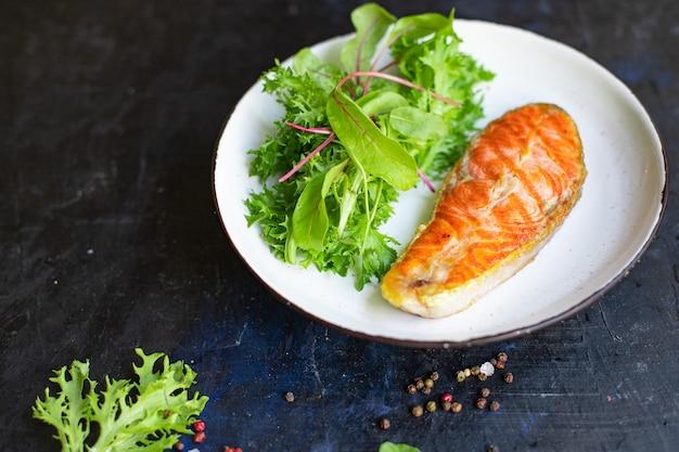 Zalm steak gebakken filet vis zeevruchten ingrediënt