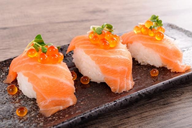 Zalm sushi met kaviaar