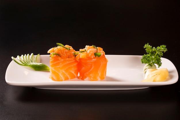 Zalm sushi rolt
