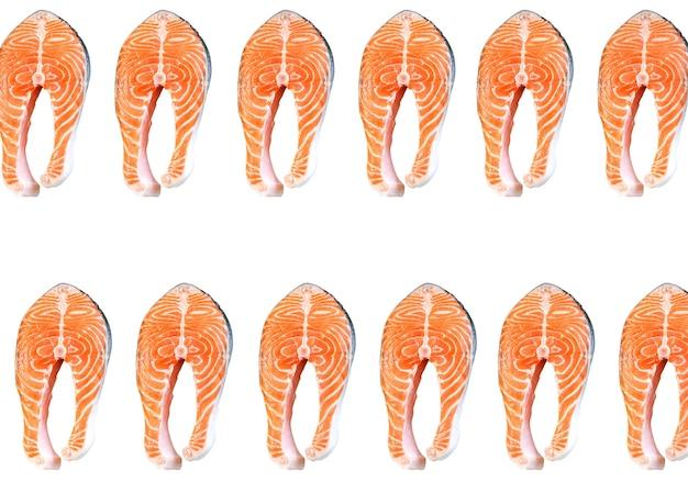 Zalm vis steaks geïsoleerd op een witte achtergrond. omega 3 vitamine, gezonde levensstijl. natuurlijk vegetarisch eten. bovenaanzicht.